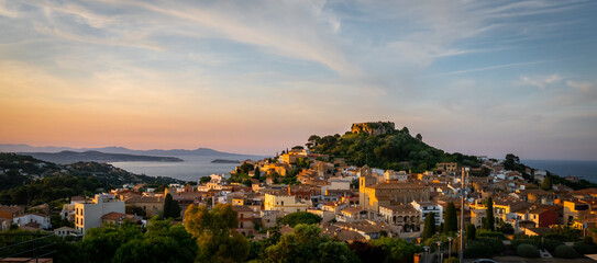 Fototapeten Lachs panorama of Begur old town and castle at sunset (Costa Brava - Girona - Spain)