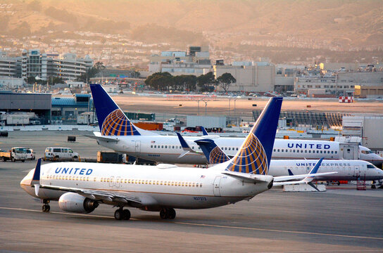 :United Airlines planes in San Francisco International Airport