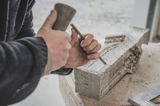 Artisan tailleur de pierres en Auvergne