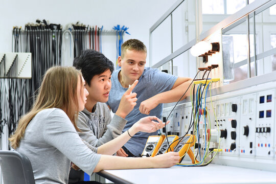 group of young students in vocational education and training for electronics