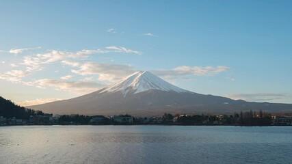 Wall Mural - Time lapse of Mount Fuji with Kawaguchiko lake in Japan