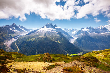 壁紙(ウォールミューラル) - Panorama of snowy peaks on a sunny day. Location place Mont Blanc glacier, Chamonix resort, France, Europe.