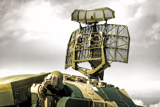 Tracking radar of the anti-aircraft combat vehicle missile system