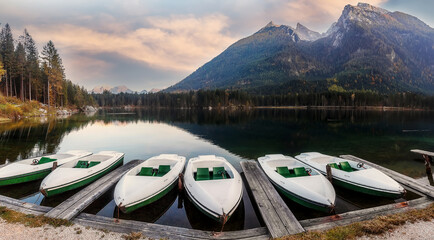 Fotomurales - Amazing Sunny morning, Boats on the Hintersee lake. Picturesque autumn scenery. Colorful summer sunset. German Alps, Bavarya, Europe. Concept of travel. Instagram Effect. Awesome popular nature place