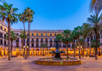 Foto auf Acrylglas Barcelona Fountain at Placa Reial in Barcelona, Spain