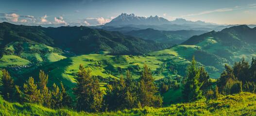 Photo sur Toile Bleu vert Widok na Tatry z Wysokiego Wierchu, Pieniny, Polska, Słowacja