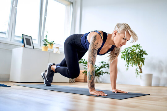 Athletic woman doing climber exercise during home workout