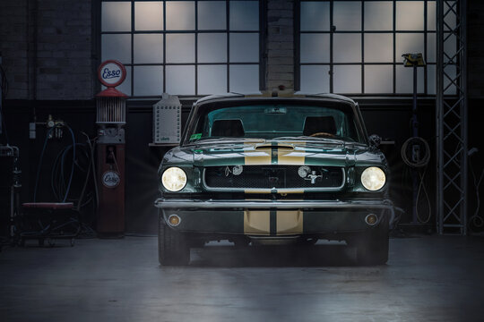 Oldtimer Garage with Ford Mustang