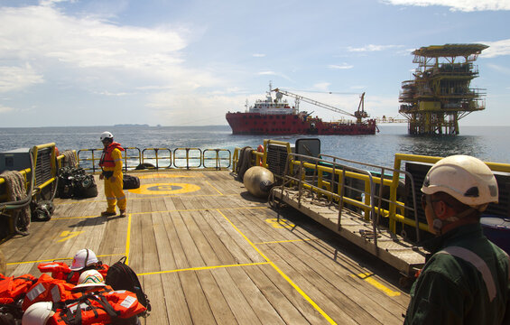 Oil rig and a transportation vessel in the South China Sea