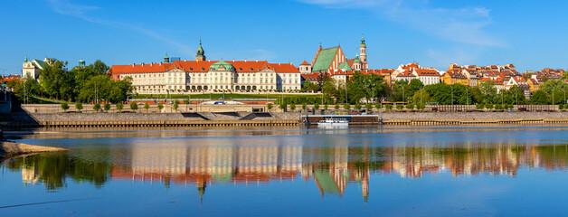 Obraz Panoramic view of Stare Miasto Old Town historic quarter with Wybrzerze Gdanskie embankment at Vistula river in Warsaw, Poland - fototapety do salonu