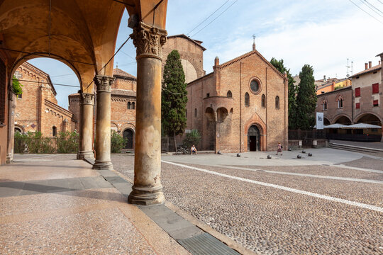 bologna, basilica di santo stefano, le sette chiese, piazza santo stefano, italia, palazzi monumentali