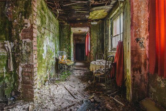 Couloir d'un hôtel abandonné