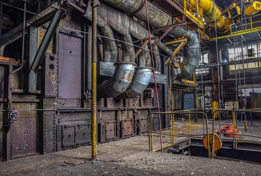 Vieille usine avec des gros tuyaux