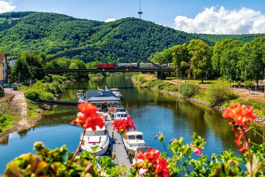 Die Lahn an ihrer Mündung in den Rhein in Lahnstein