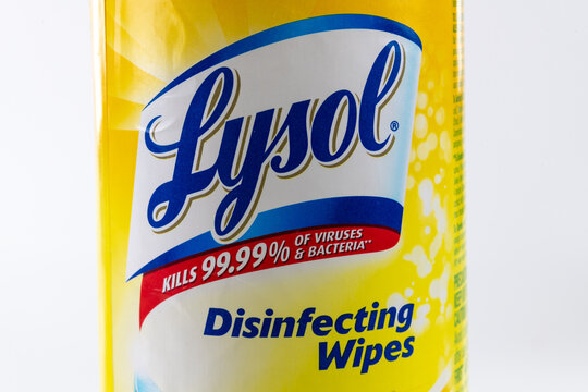 A branded Lysol disinfecting wipes container