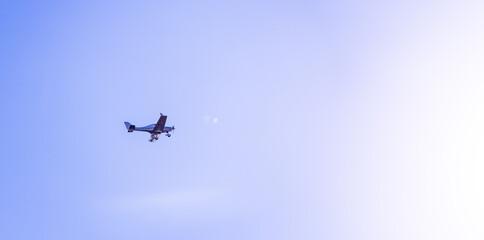 Kleinflugzeug am Himml