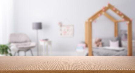 Poster Ecole de Danse Empty wooden table in baby room interior