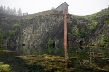 Steinbruch und Schieferpark Lehesten im Nebel