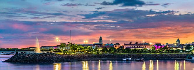 Türaufkleber Schiff Casco Viejo, the historic district of Panama City at sunset