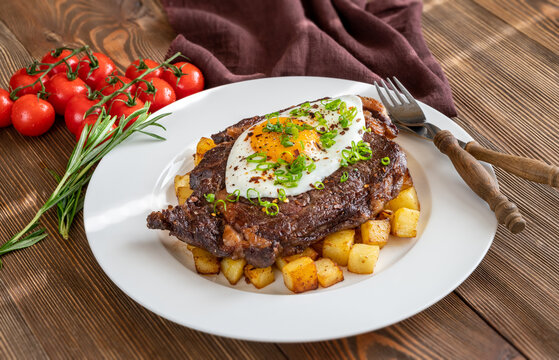 Beefsteak with fried egg