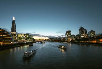 Fotomurales - sunset in London, river Thames from Tower Bridge, UK