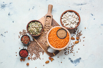 Different raw legumes and spices on white background Papier Peint