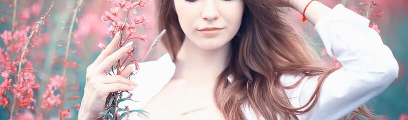 Fototapeta pink flowers hairgirl model / beautiful glamorous fashion model in the field nature summer