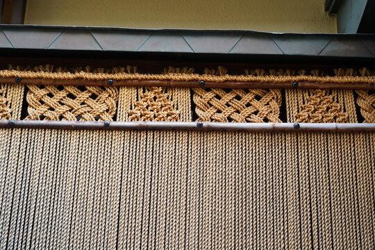 日本 京都 伝統 トラディショナル 伝統建築 木材 木 竹 竹細工 格子 壁 デザイン 板 板細工 茶色 壁紙 石畳 石塀 古い アジア 材料 茣蓙 背景 風景 町屋 ゲストハウス フェンス