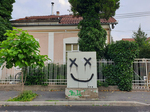 Smiley face graffiti painted art in Cluj-Napoca
