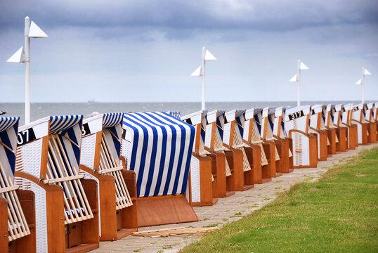Leere Strandkörbe auf Norderney, Reisewarnung, Beherbergungsverbot