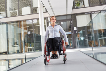 Wheelchair users on the move in the barrier-free office