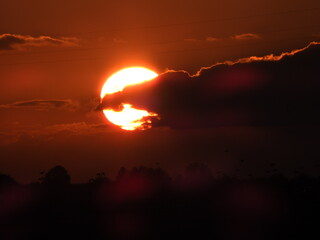 Fond de hotte en verre imprimé Rouge mauve soleil avec nuage