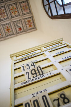 Wooden plate for numbers of songs in a reformed church
