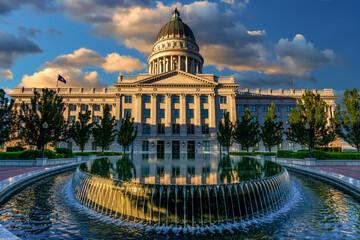 Fototapete - Fountain and Utah capital reflection morning