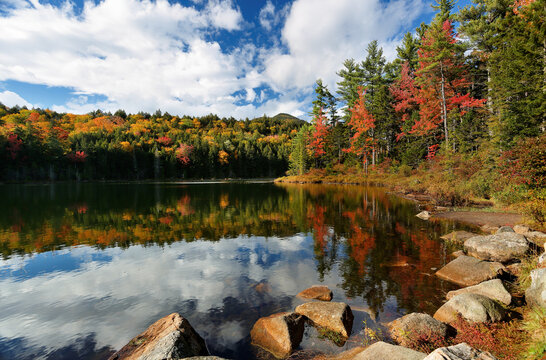 Beautiful fall foliage at Falls Pond at White Mountain, New Hampshire. The pond is located next to the famous Kancamagus Highway in NH, USA