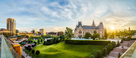 Panoramic view of Cultural Palace and central square in Iasi city, Romania Fotomurales