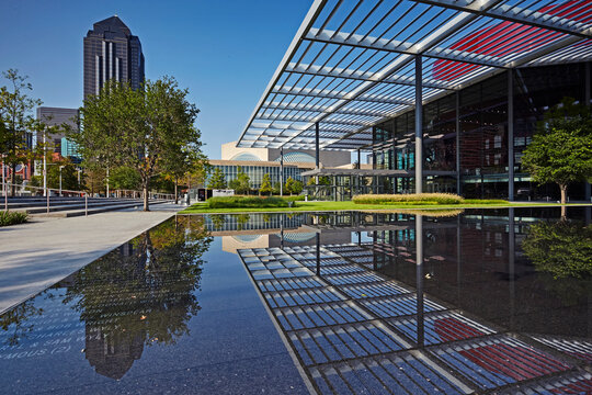 Skyline of Dallas with the Margot and Bill Winspear opera house pavilion in foreground