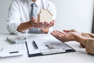 Estate broker consult to customer to decision making sign insurance form