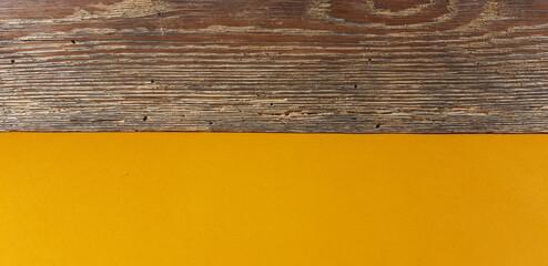 Fototapeta Brązowa deska na pomarańczowym tle. obraz