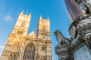 Fotorolgordijn Historisch mon. Westminster Abbey a UNESCO World heritage site and The Westminster Scholars War Memorial, also known as the Crimea and Indian Mutiny Memorial, London, England