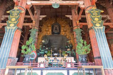 Tuinposter Historisch mon. Bronze statue of Buddha, Todai-ji Buddhist Temple, Nara, Japan