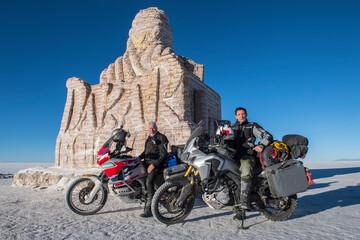 Foto op Plexiglas Historisch mon. two men and their touring motorbike's on the salt flats of Uyuni