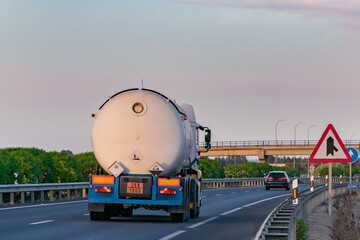 Tank truck for the transport of dangerous gases, transporting toxic, corrosive and environmentally polluting gas.