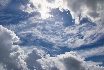 paesaggio con cielo e nuvole
