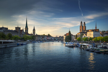 Fotomurales - Zurich city center with famous Fraumunster, Grossmunster and St. Peter and river Limmat, Switzerland