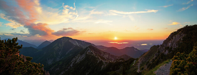 Panorama Sonnenuntergang am Herzogstand, Blick zu Staffelsee und Riegsee