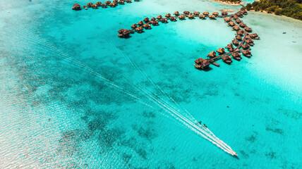 Photo sur Plexiglas Vert corail aerial view upon island resort and tropical island