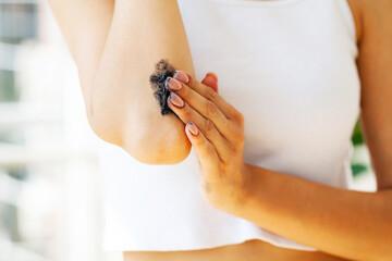 Autocollant pour porte Ane Woman with beautiful skin applies anti-cellulite scrub cream on her elbow