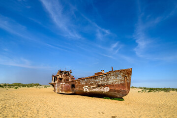 Photo sur Plexiglas Naufrage Moynaq, Uzbekistan - 08 May 2019: Ship wrecks in the dead Aral Sea in Monyak
