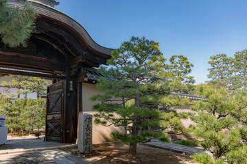 京都 総見院の門前